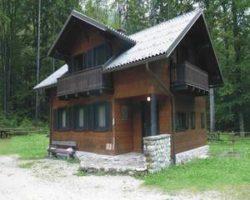24_Lovska koča v Logarski doloni v LPN Kozorog Kamnik